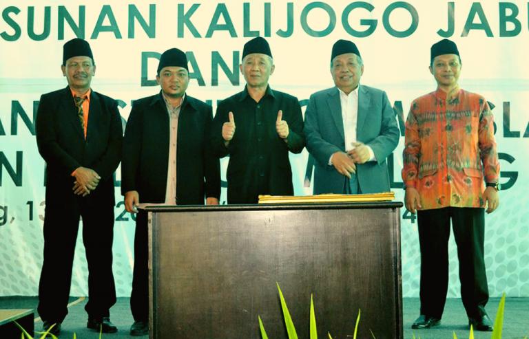 2 Jempol KH. Sholeh Bahruddin untuk Prasasti IAI SKJ Malang